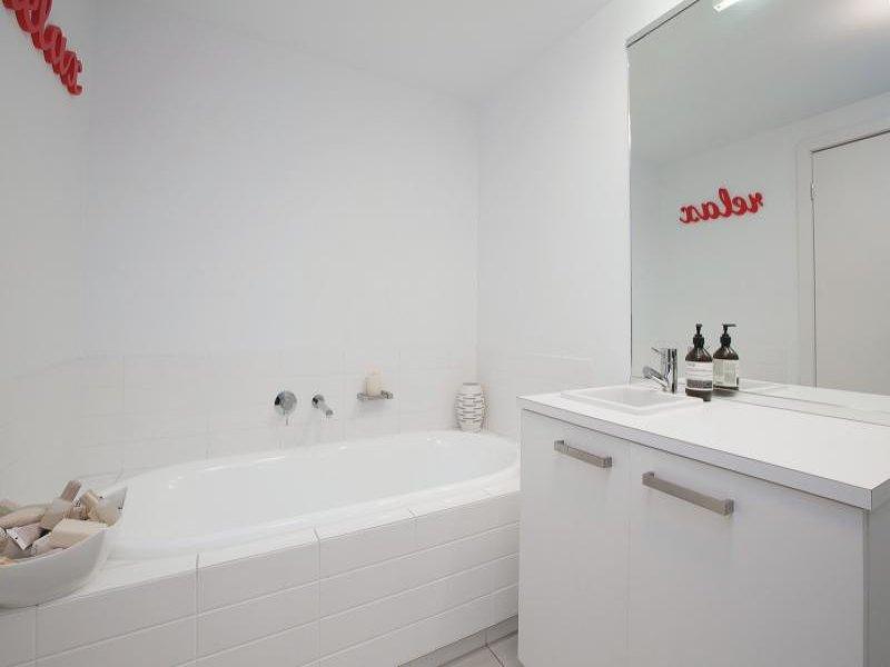 151 Beach St_bathroom