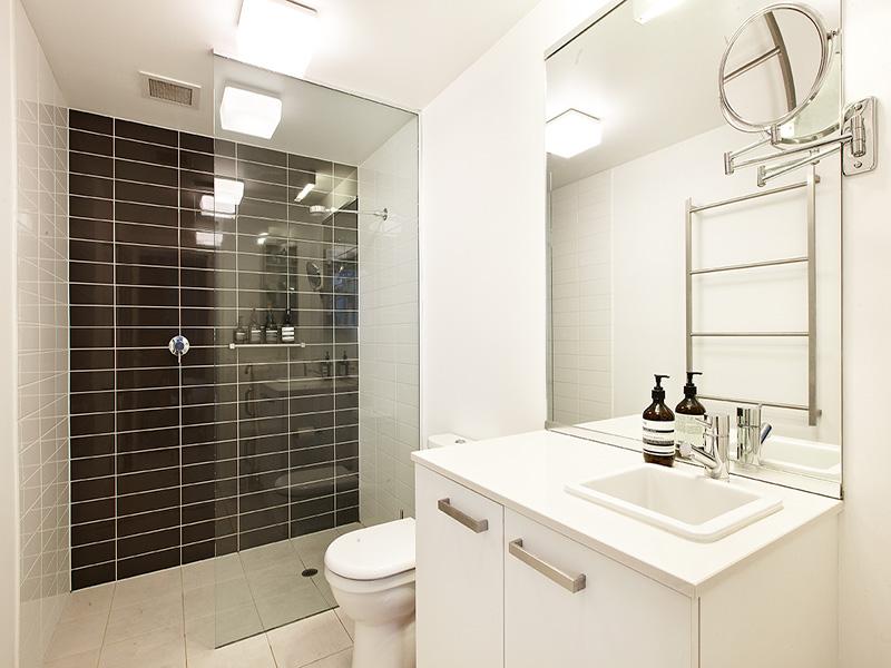 1_157_BeachSt_bathroom