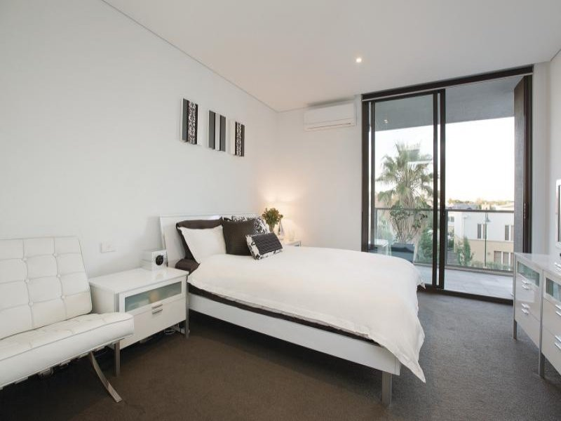 4_151 Beach St_bedroom