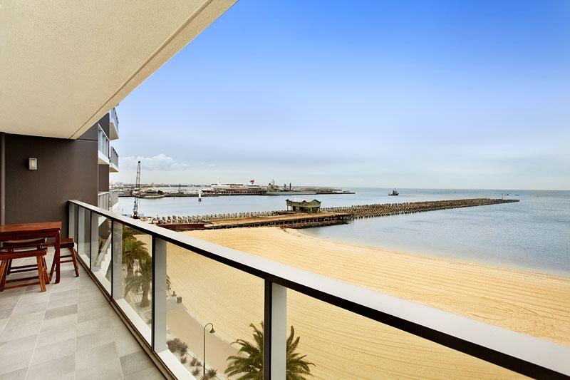 503_155 Beach St_balcony