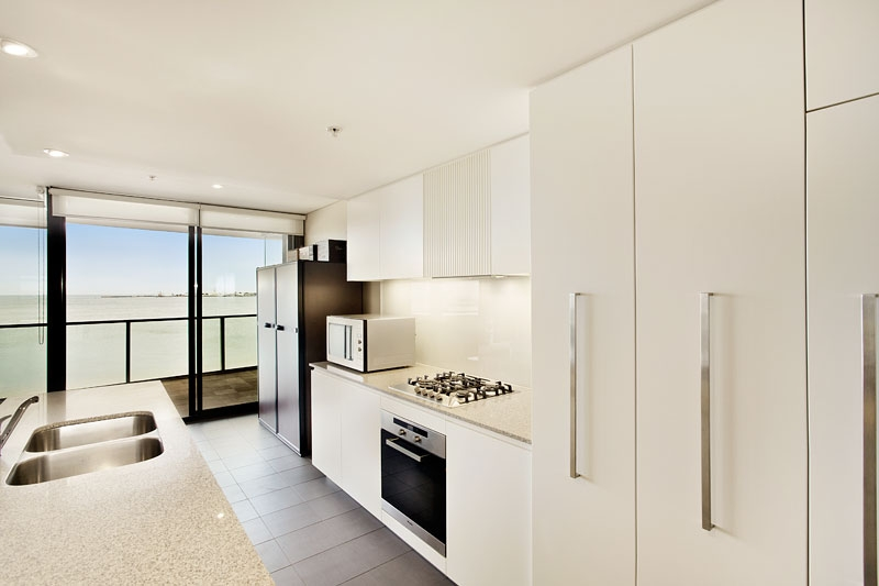 503_155 Beach St_kitchen