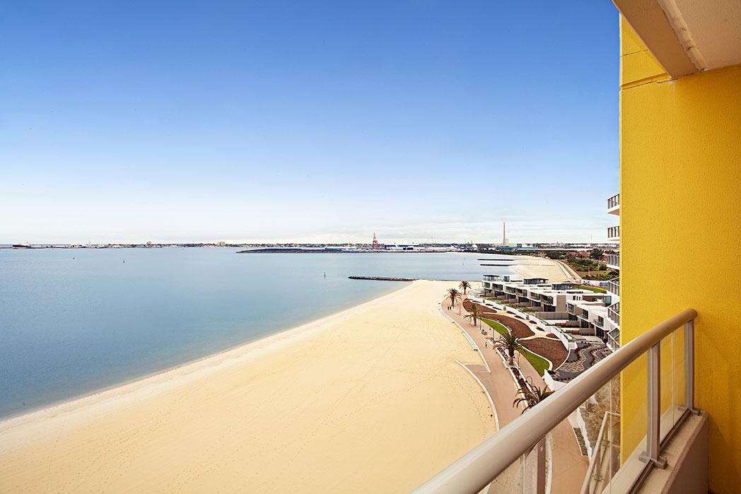 805_147 BeachSt_Balcony