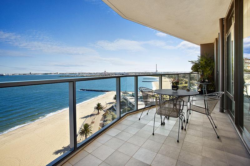 902_155 Beach St_balcony