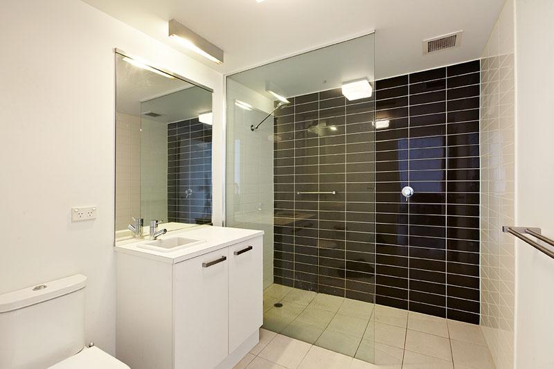 Bathroom_2_153_Beach_St
