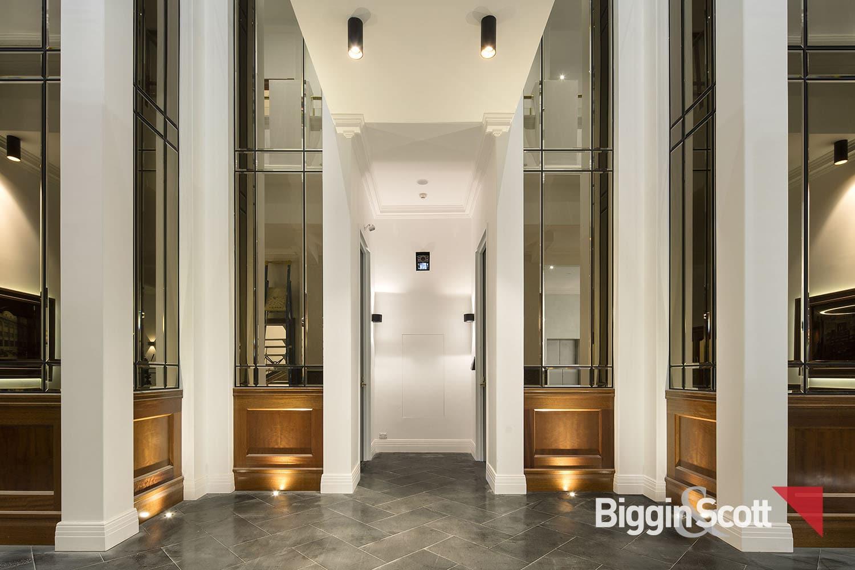 1_164_inglesst_foyer