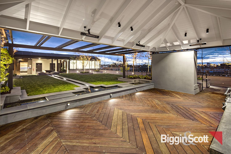 1_164_inglesst_rooftop_terrace1